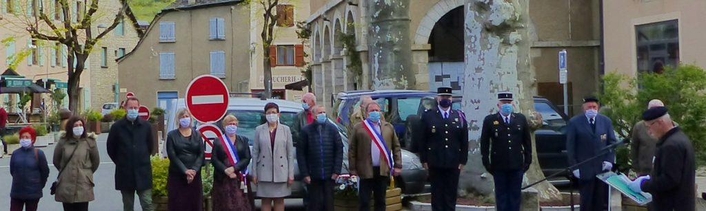 Ce matin,dimanche 9 mai 2021,une cérémonie commémorative du 8 mai 1945 a eu lieu à 11heure en présence de nombreux élus,d'anciens combattants et des représentants des forces de l'ordre.Madame Guylène Pantel,sénatrice de Lozère et Monsieur Gérard Pédrini, maire d'Ispagnac ont déposé une gerbe au monument aux morts.